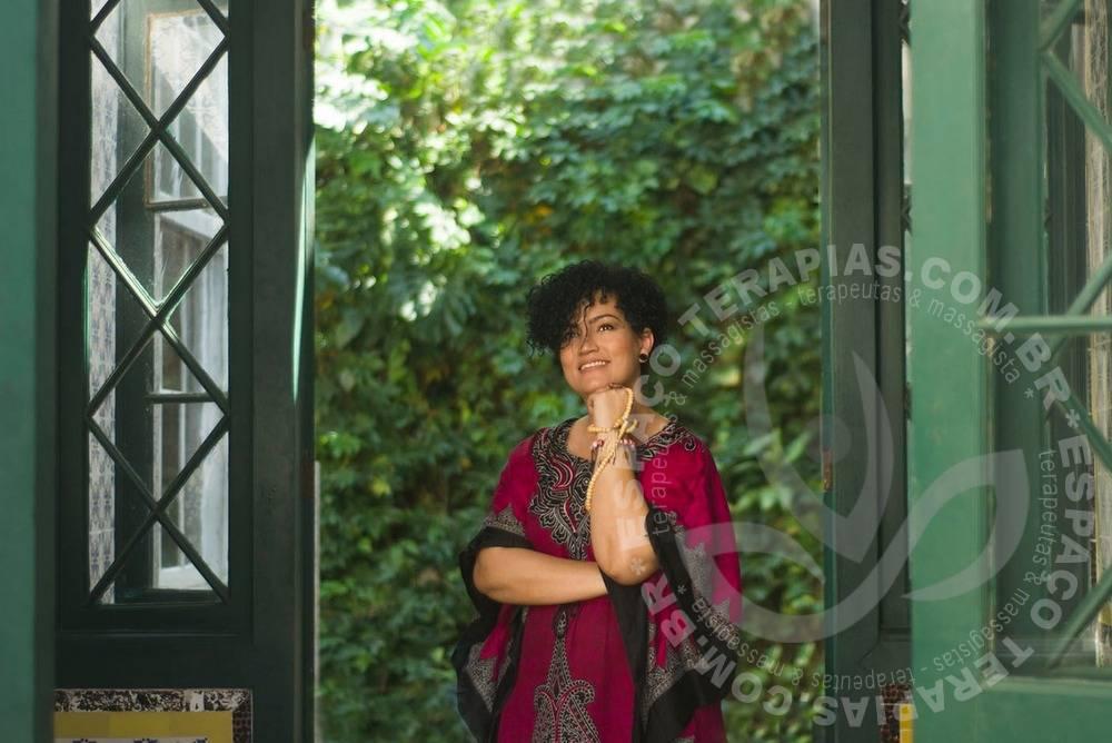 Monica Aishani | Terapeutas